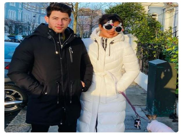 Priyanka Chopra Enjoys Xmas Spirit with Hubby Nick Jonas