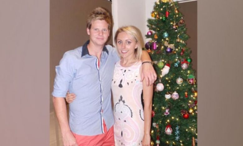 Smith Posts The Snapshot With Dani On Xmas With Her Sentimental Holdover